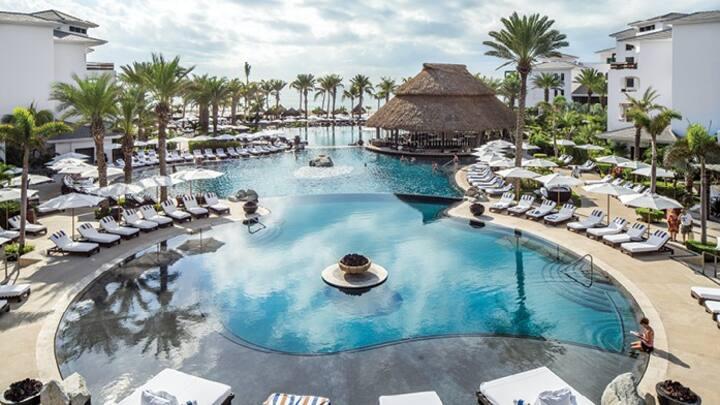 Cabo Azul Resort- Junior suite sleeps 4