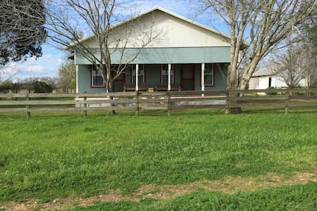 1920 farmhouse near Round Top Texas - Ledbetter - 独立屋