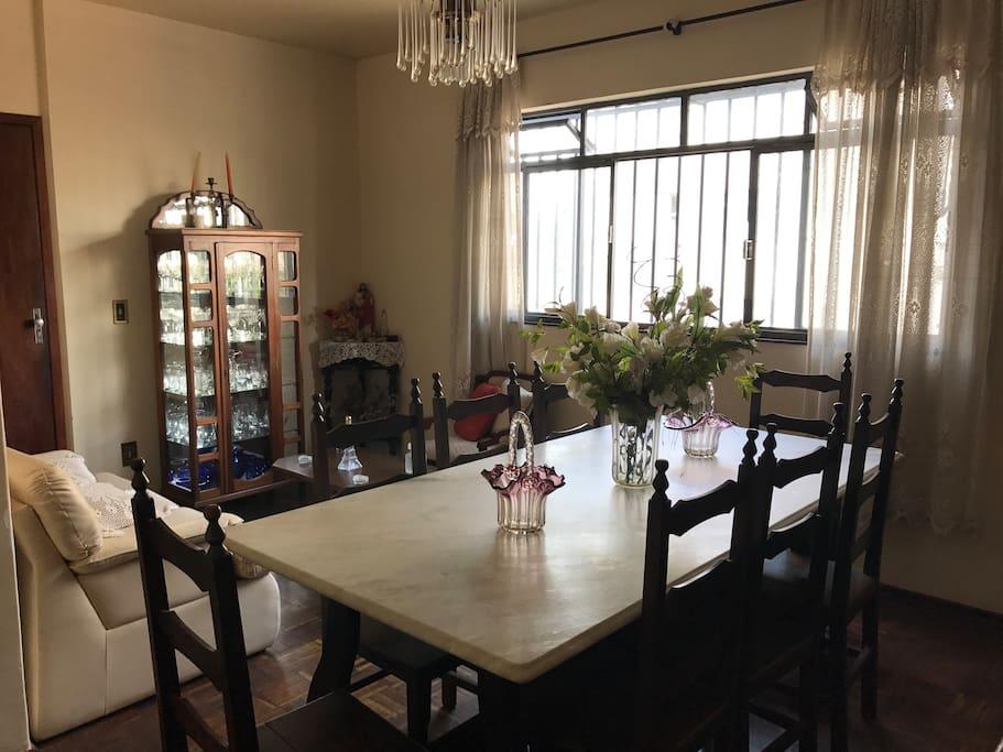 Sala de visitas e de jantar