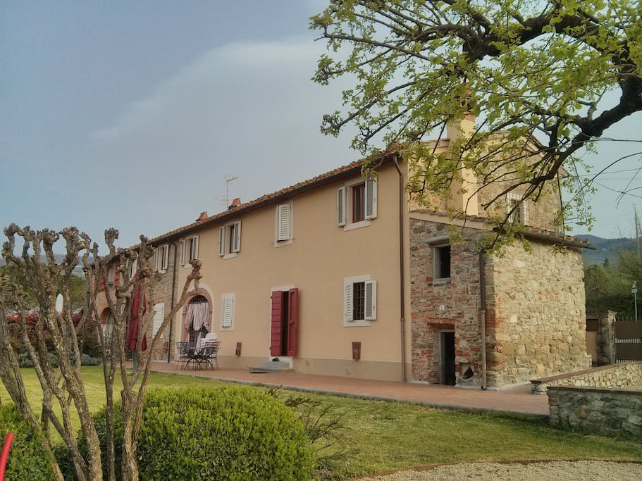 Old farmhouse in tuscany houses for rent in pistoia for Rent a home in italy