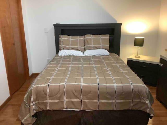StaySimpler Callowhill/Chinatown BDRm w En-suite#1