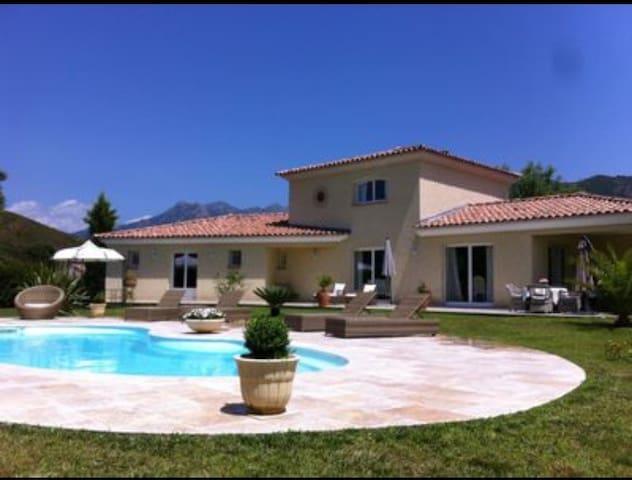 Villa de standing piscine et jacuzzi ajaccio