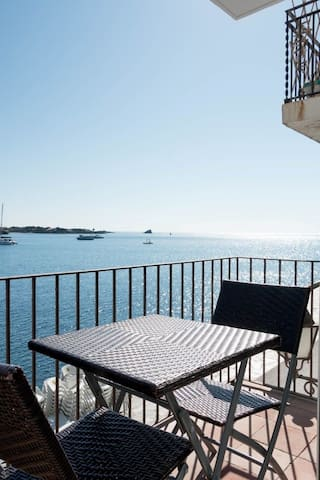 101.53_Two bedrooms apartment in front of the sea