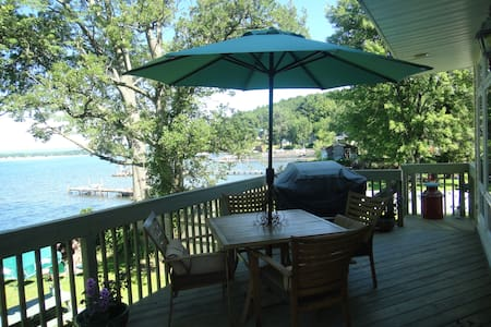 Charming Saratoga Lake Front Home..nice fall stay! - Saratoga Springs