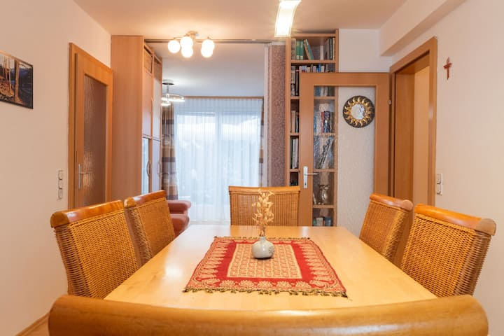 Homely apartment next to the ski slope