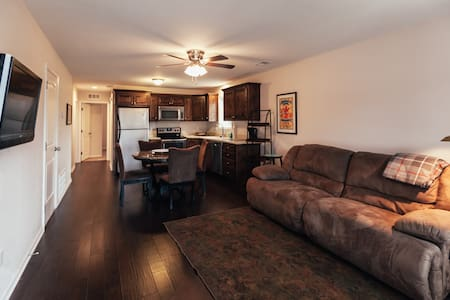 New! Townhome 2B/2B Garage - Central Location! - Kansas City - Apartmen
