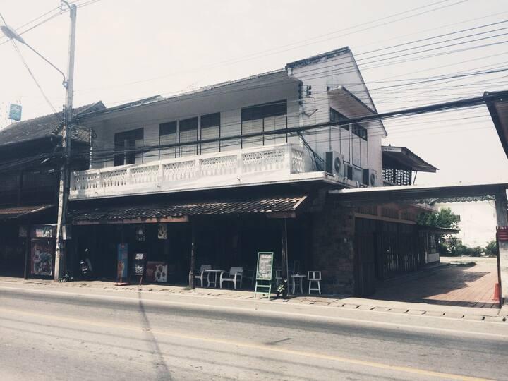 Heritage home in heart of Sankampang, Chiangmai