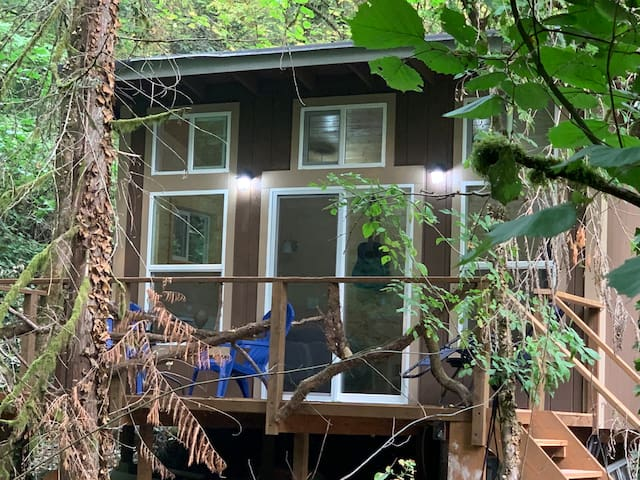 Tiny Home on Golf Creek, Best of Both Worlds
