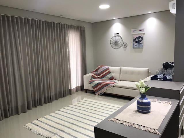 Apartamento completo e bem localizado!