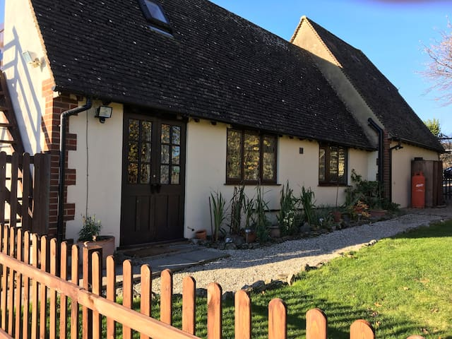 Tranquil cottage in an idyllic Kentish village