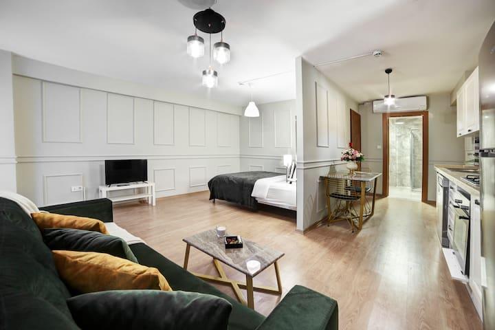 Studio Apartment by Beddington Hotels