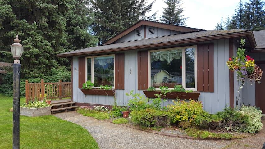 Crimson Cottage - Juneau - Haus