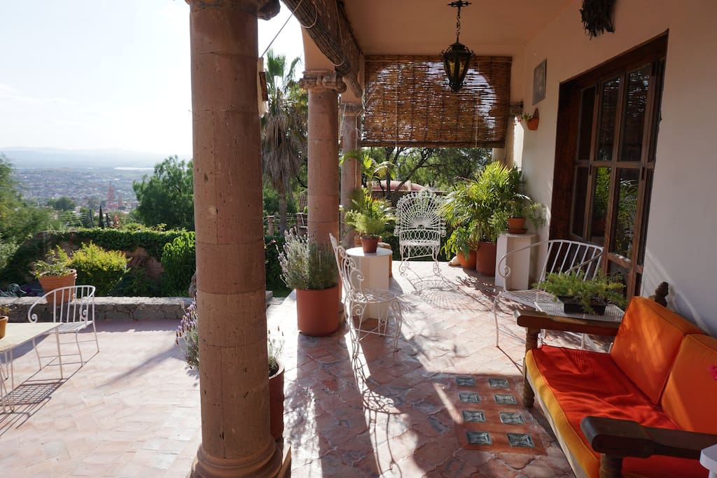 Veranda- a perfect place to relax with a cup of coffee or enjoy a sunset ||  Veranda- un lugar perfecto para descansar y tomar su café