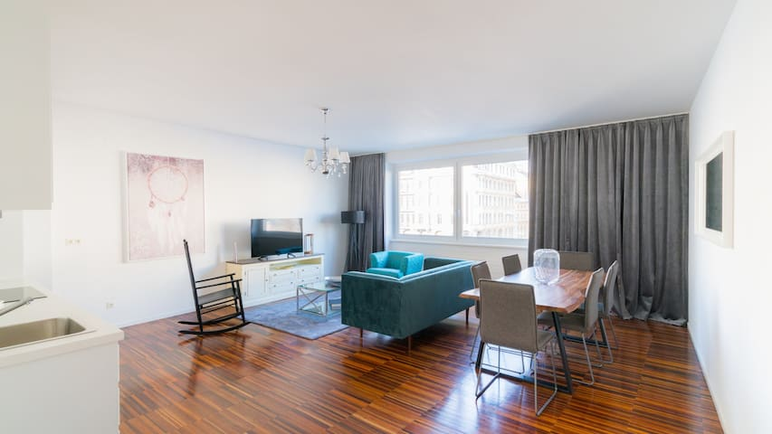 Vienna Residence | Modern apartment with a lot of space and direct view of the Naschmarkt #6318