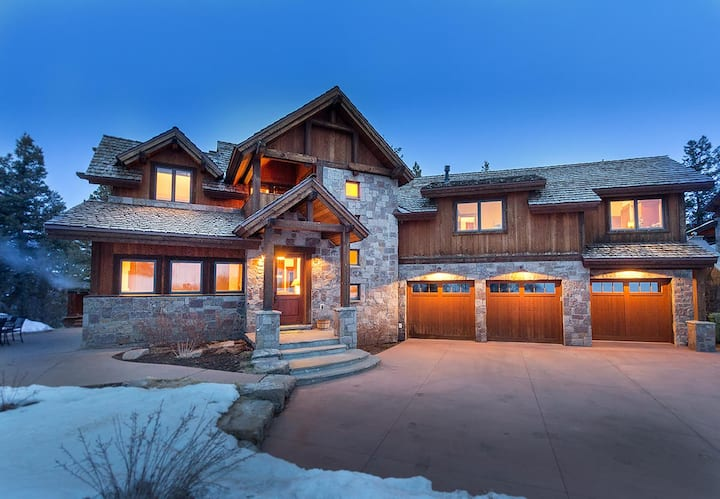 Mountain Retreat with Amazing Amenities and Impeccable Views