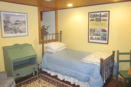 Cozy furnished studio on 20 acres backs to lake - Boyds - Andere