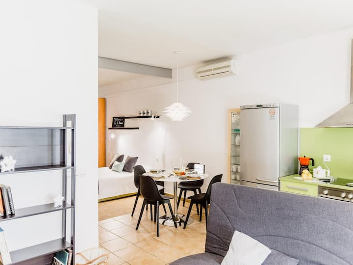 Beautiful loft on the beach with parking only 45min BCN