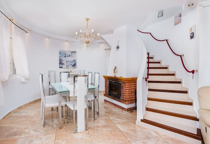 Detached Villa With Private Pool at La Florida - Playa Flamenca