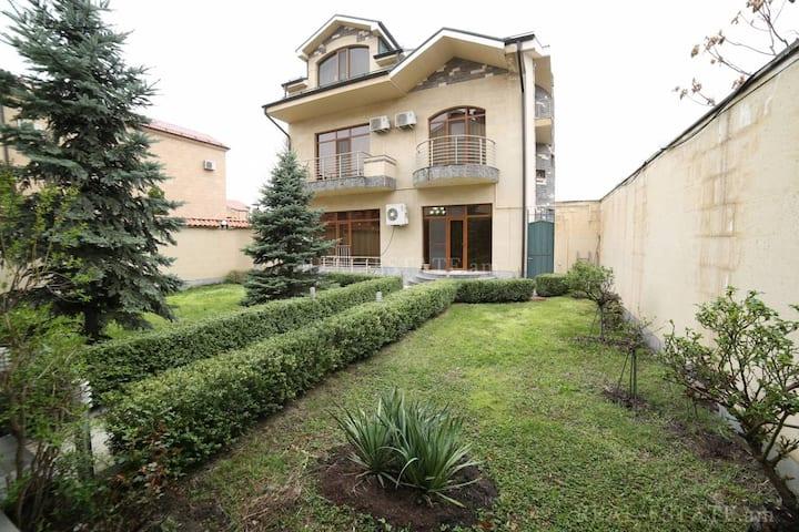 Аренда нового 4х этажного дома в Ереване