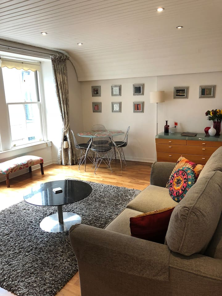 Stylish one bedroom flat in an enviable location.