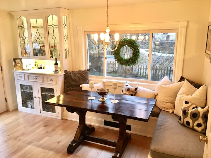 Cozy and stylish home away from home in Petoskey!