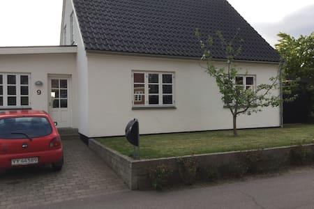 Dejligt lyst hus med skønt orangeri - Casa