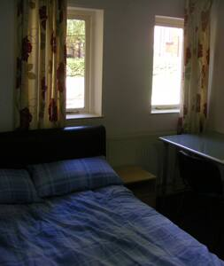 Room next to Leeds University and City centre