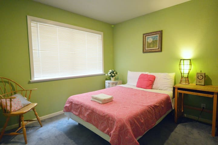 1392A Cozy Private Bedroom near Daly City Subway