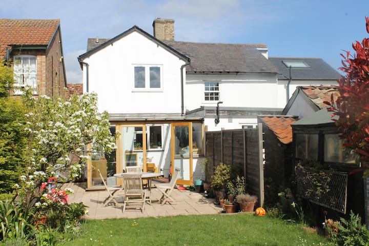Charming 2 bedroom cottage - Ashwell - House