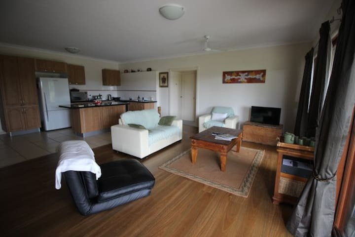 Sunshine Coast - 2 bedroom retreat - Rosemount