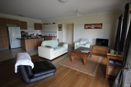 Sunshine Coast - 2 bedroom retreat - Rosemount - Ház
