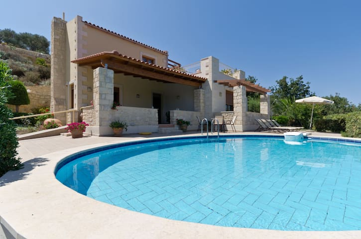 Peaceful Villa with Garden & Pool - Charkia