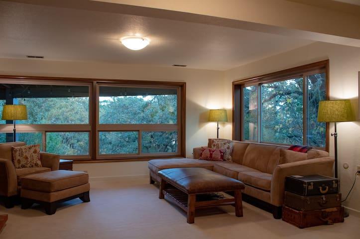 Oak Grove Suite