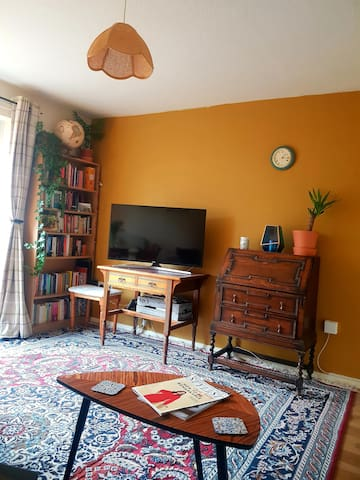 Cosy Totterdown 2 bed house (w/ parking & garden)