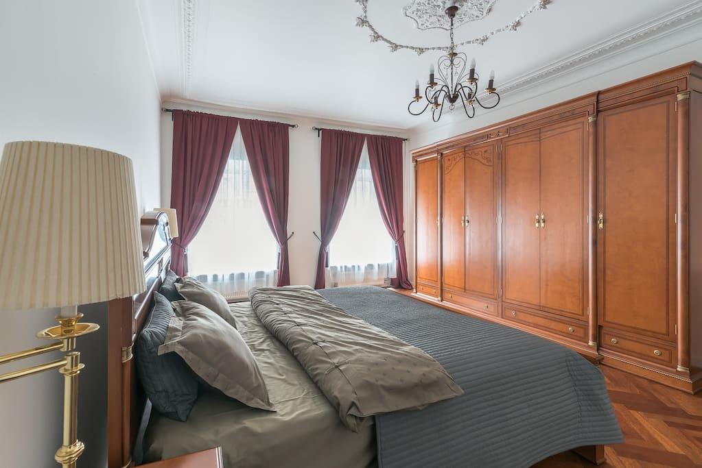 Master's bedroom/ 1-я спальня