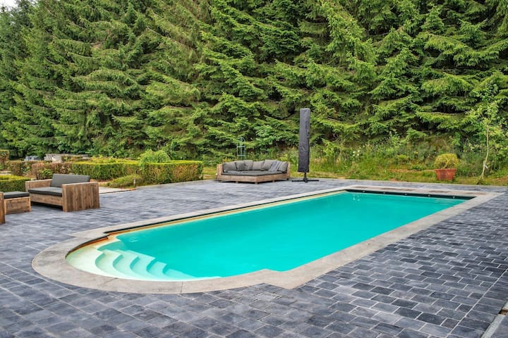 Majestic Holiday Home in Manhay with Private Swimming Pool