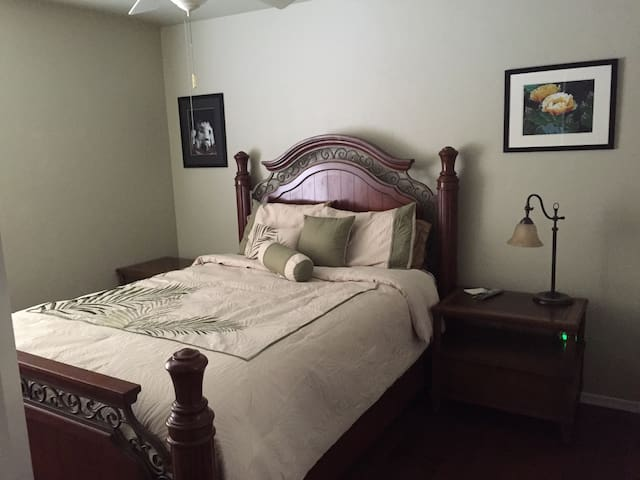 Queen bedroom - SE of Tucson GR - Vail - House
