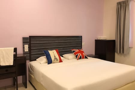 King / Twin bed w bathroom-StarMall
