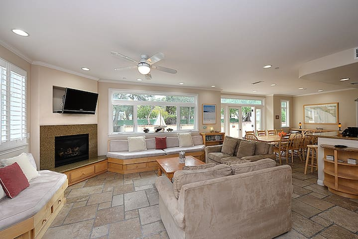 Spacious Home, Newly Remodeled, Private Patio, 3 Blocks to Beach, WIFI - 357 Claressa Ave