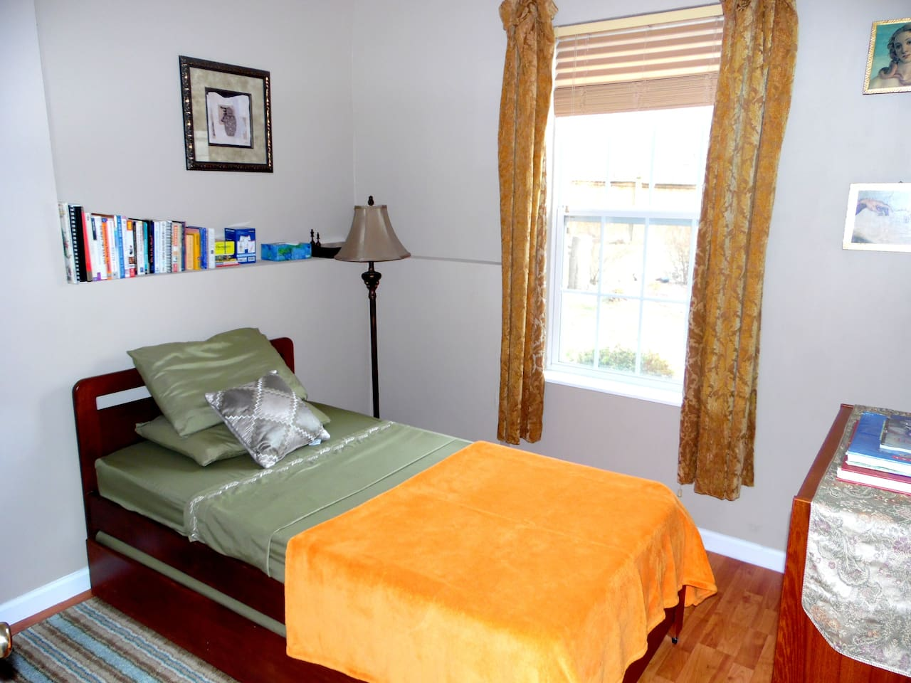 quaint spacious living 2br and a large bath guest suites for