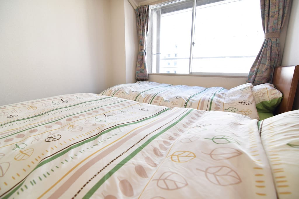2single bed and 1single bed. up to 3people.