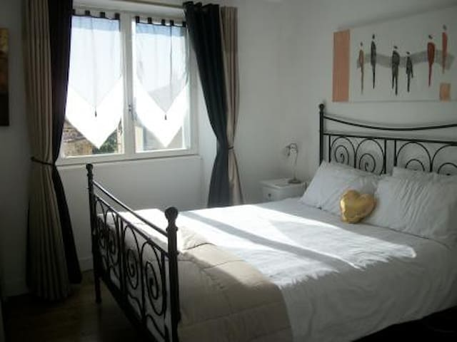 Spacious Village Apartment - Brigueuil - Wohnung