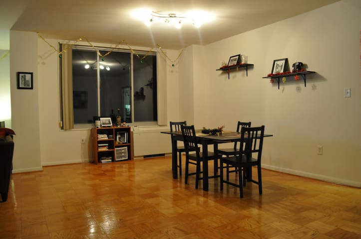3 Bedroom Apt Right Outside DC (Metro Accessible) - Chevy Chase - Apartmen