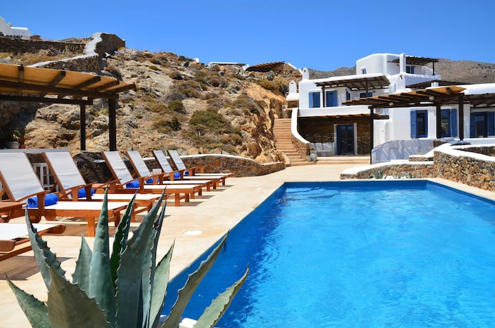 2 Bedroom Villa with sharing pool and sea view