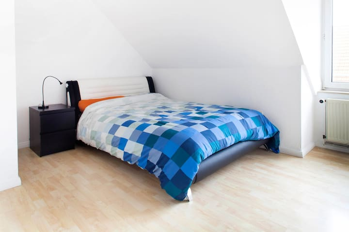 Nice two room apartment, top floor - Hannover - Apartemen