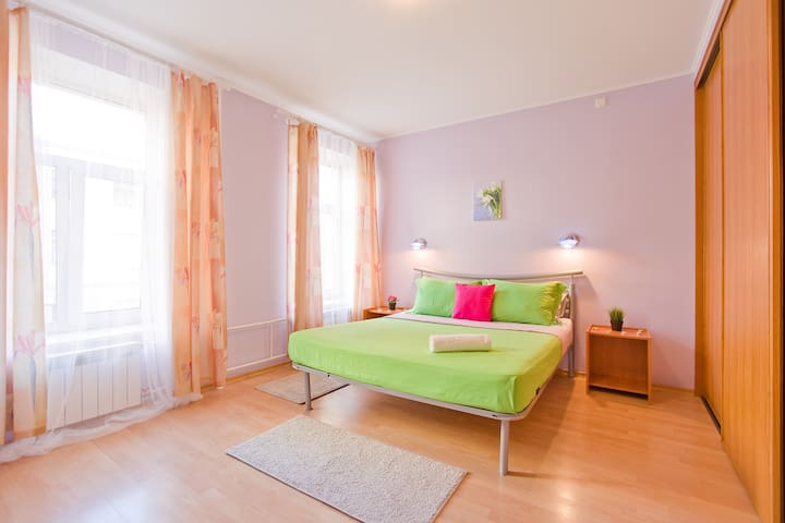 Cute 2 rooms apartment near St.Issak's Cathedral