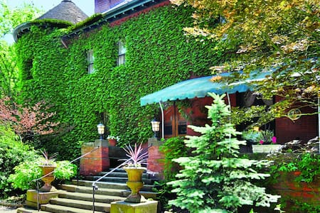 Charming Restored Mansion Suite 36 - Pittsburgh - Andere