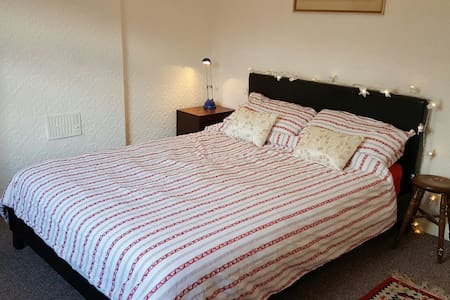 Comfortable room, in Abergavenny - Abergavenny - บ้าน