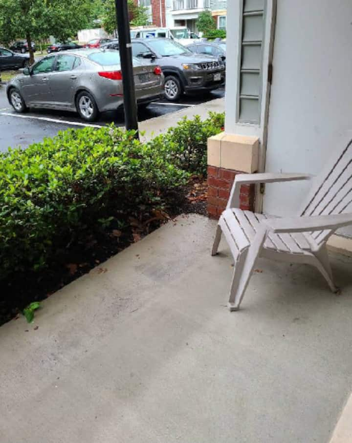 Apartment in Greenbrier. 20 min from Beach!