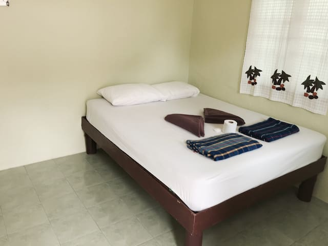 Green Peace Bungalows fan room 2 - Ko Pha-ngan - Bed & Breakfast